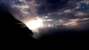 scappare da se stessi-nuvole minacciose